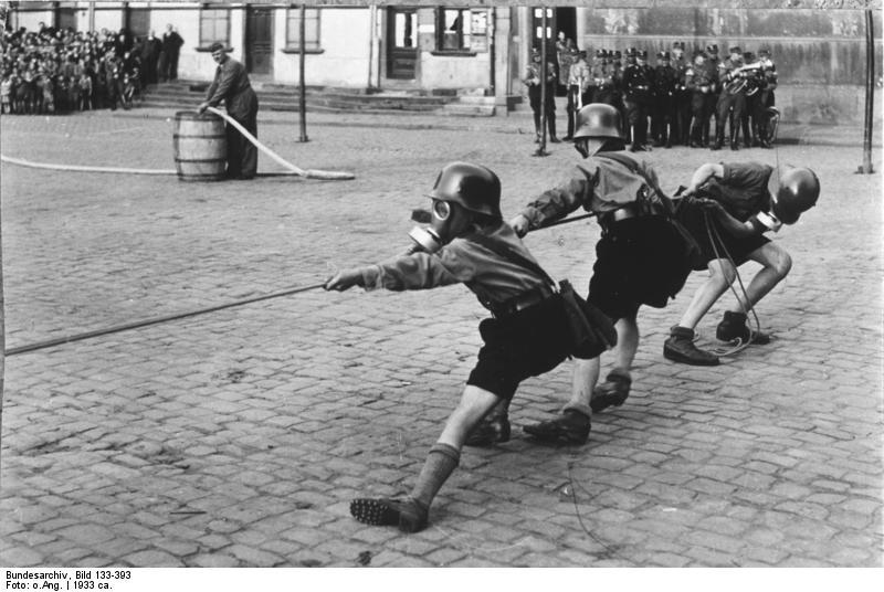 Worms, Luftschutzübung der Hitlerjugend