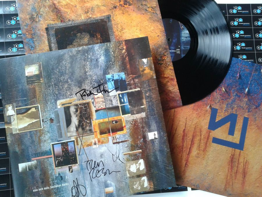 Nine_Inch_Nails_-_Hesitation_Marks_LP_signed